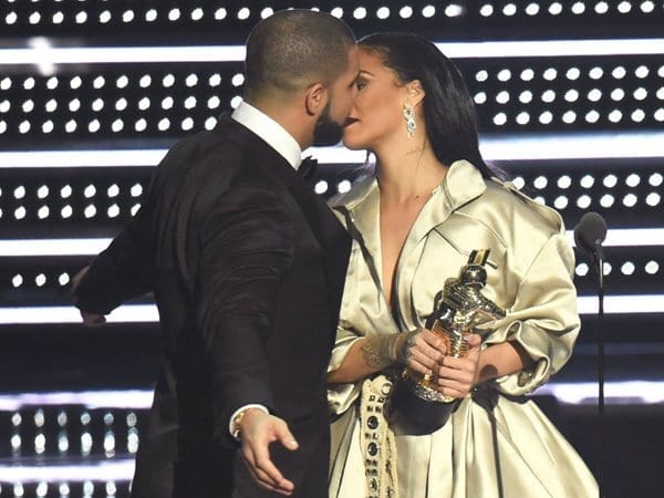 Relationship Of Drake And Rihanna Confirmed With A Kiss
